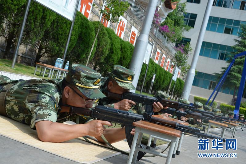官兵进行射击预习训练