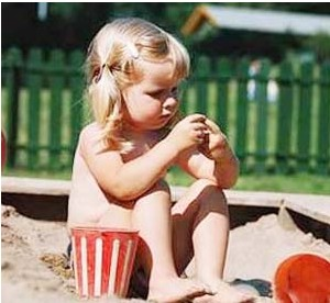 夏天赤脚有利与宝宝发育
