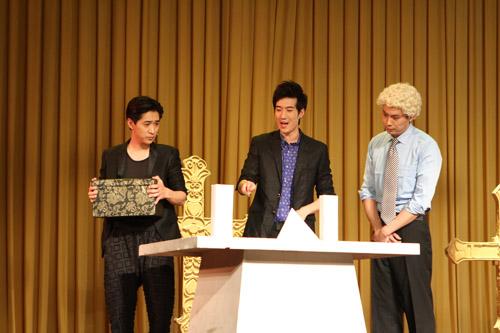 常远、王宁、艾伦表演小品《落叶归根》