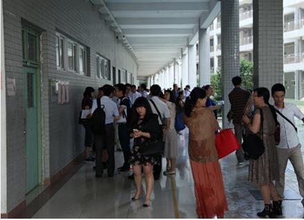 全国600多名考生珠海参加澳科大内地研究生入学考试