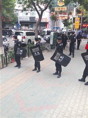 暴力恐怖案现场周边道路被封锁 新华社发