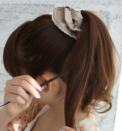 用梳子逆向打毛发尾