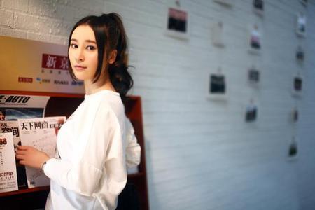 内地八卦    搜狐娱乐讯 都市情感剧《裸婚之后》近日完美收官,演员袁