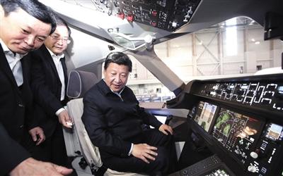 昨日,习近平来到中国商飞设计研发中心,登上C919大型客机样机,坐在驾驶舱,了解速度表、高度表等情况。据新华视点