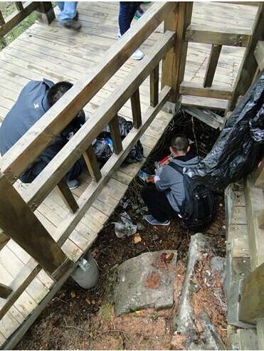 环保 太白山/太白山环保使者捡拾垃圾