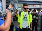图文:中国羽毛球队回京 林丹造型颇有范儿