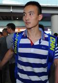 图文:中国羽毛球队回京 杜鹏宇抵达机场