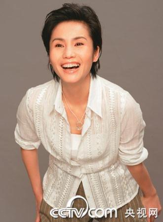 """徐俐在央视是著名的""""穿衣达人""""。"""