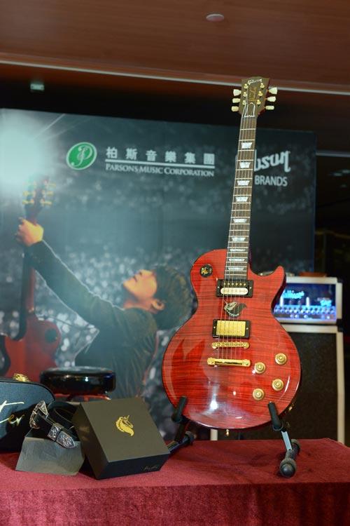 怪兽Gibson限量签名吉他