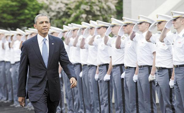 资料图:28 日,奥巴马出席西点军校毕业典礼并发表演讲,阐述他的新外交政策。