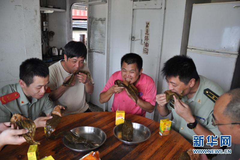 【组稿】粽叶飘香 情洒边关——全国公安边防部队官兵图片