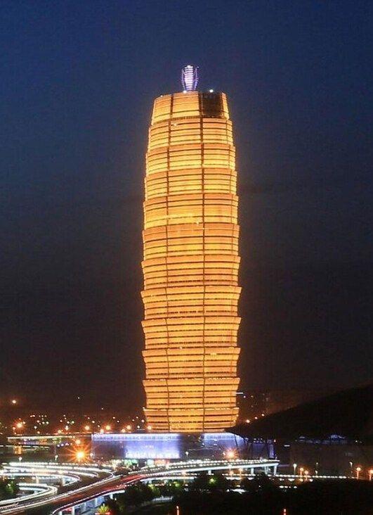 郑州中原第一高楼280米高 被吐槽金黄