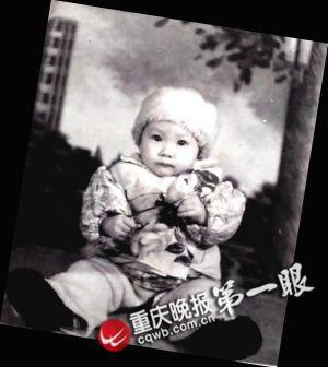 胡萍妻子童年黑白照片