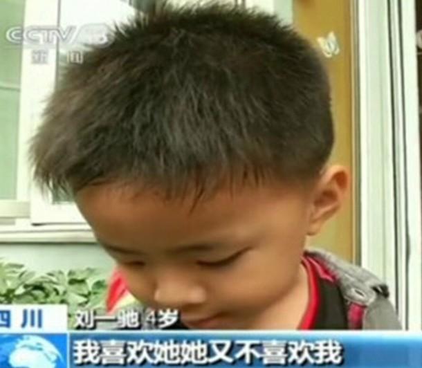 童言无忌!男孩哭泣4岁心仪女生失恋图片:他被女孩采访唯美央视图片