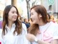 《Jessica&Krystal片花》郑氏姐妹儿时照公开 搞怪表情可爱十足