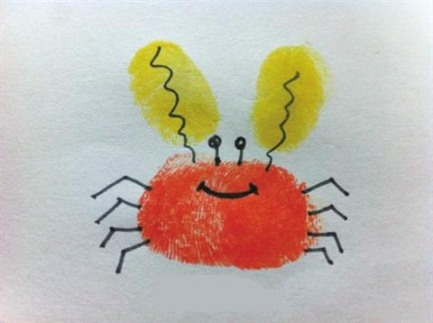 在指纹图案画上几笔简单的线条使之成为有趣的形象,发挥孩子的想象力图片