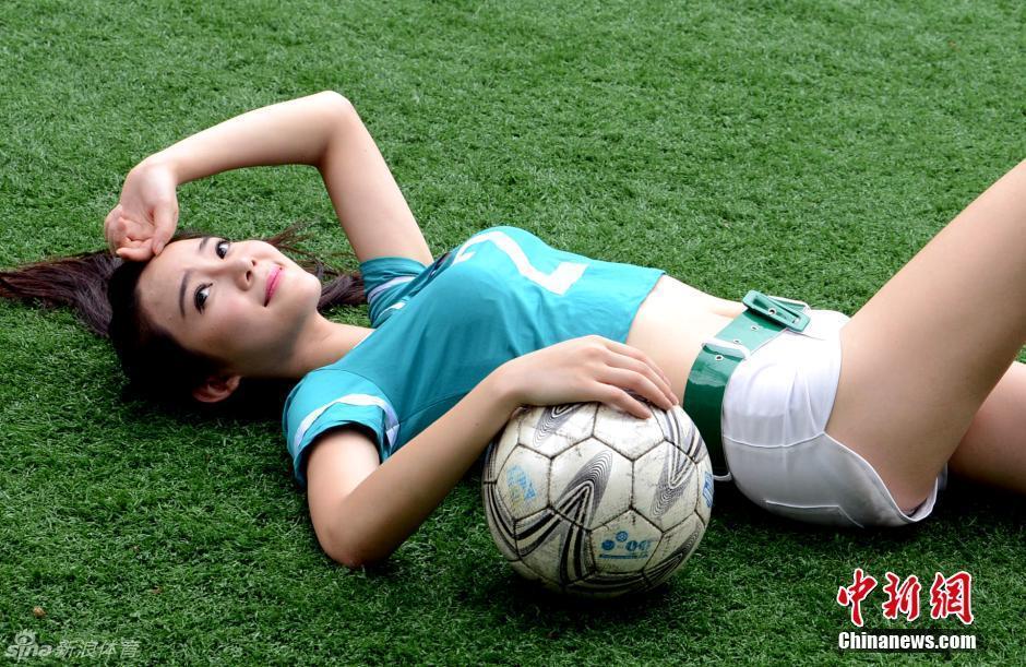 足球美女_世界杯足球美女宝贝素材公社tooopencom