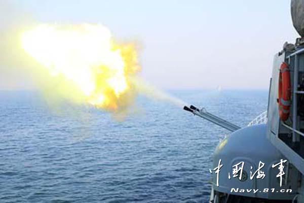 5月28日至30日,北海舰队某驱逐舰支队组织舰艇编队辗转多个海区,进行了为期3天的全员全装实弹射击训练。
