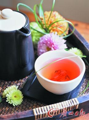 菊花代茶饮可辅助降血压。(Gettyimages供图)