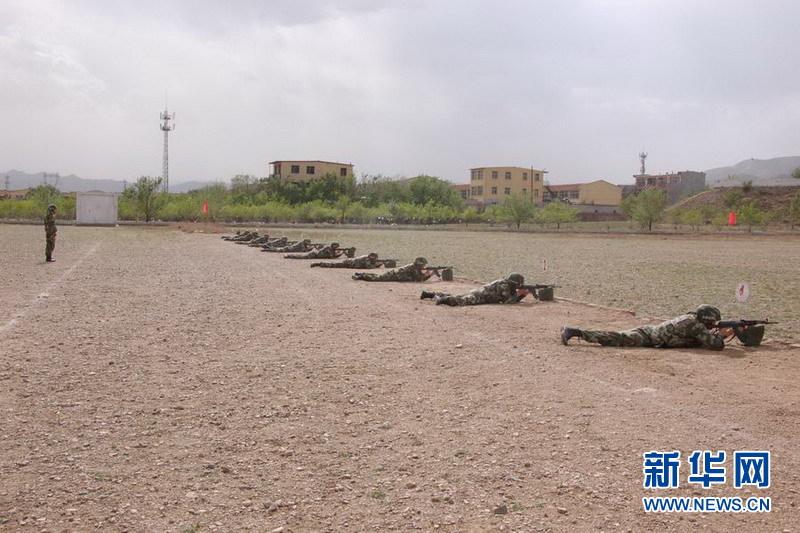 呼和浩特指挥学校组织民族班学员开展实弹射击训练