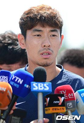 河大成跟随韩国队训练
