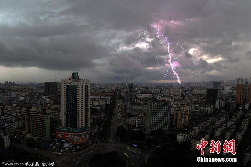 南宁广西狂风暴雨句子写作袭城组图蔚为壮观(天气)背高中英语必场面闪电图片