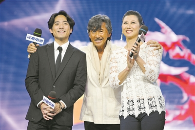 和叶倩文作为香港乐坛有名的夫妻档,除了在演唱会上携手唱歌之外,鲜少图片