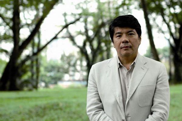 新加坡红酒专家�f布忠先生