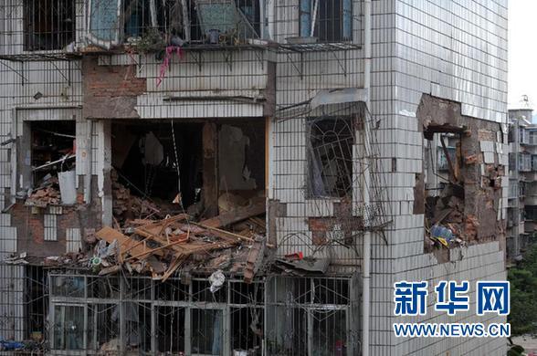 6月9日在云南楚雄市拍摄的被炸毁的房屋。 新华社发
