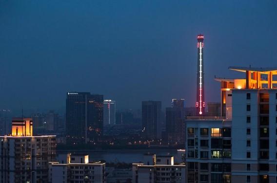 世界最大温度计上海矗立 烟囱改造成为全球最高气象信号塔(组图)