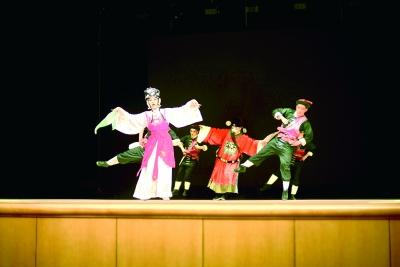 国家京剧院演员示范演出《春草闯堂》(资料图)