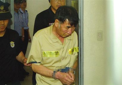 """本报综合 针对""""岁月""""号沉船事故涉事船员的正式审理程序昨日开始,此前受到韩国检方指控杀人以及玩忽职守罪的15名""""岁月""""号客轮船员出庭受审。"""