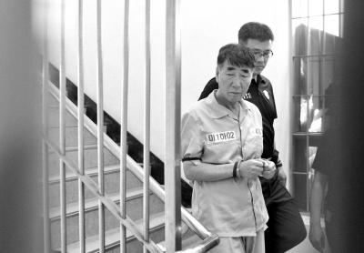 6月10日,船长李俊锡抵达法庭。图/CFP