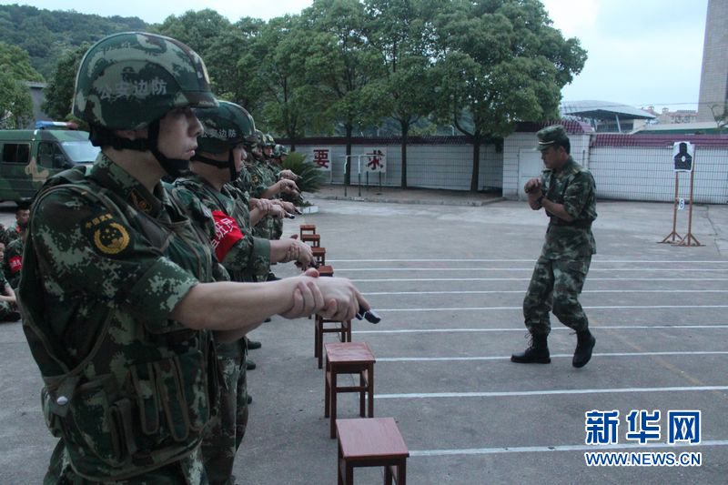 舟山边防支队开展实战模拟射击训练