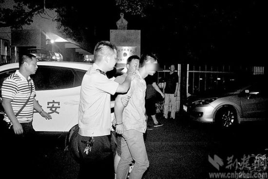 昨日,丹江口警方通报称,这起绑架案已告破,两名嫌犯均已落网。