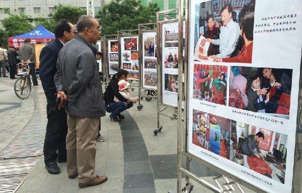 定西市首届非物质文化遗产摄影图片展现场,李小荣