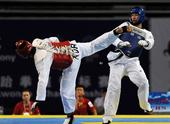 图文:世界大学生跆拳道锦标赛 曹永万出腿