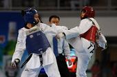 图文:世界大学生跆拳道锦标赛 陈彦羽进攻