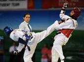 图文:世界跆拳道大学生锦标赛 茹格伟飞踢