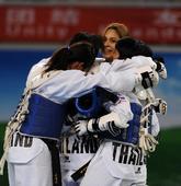图文:世界跆拳道大学生锦标赛 拥抱庆祝