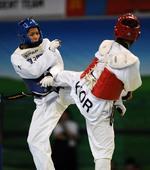 图文:世界跆拳道大学生锦标赛 互相进攻