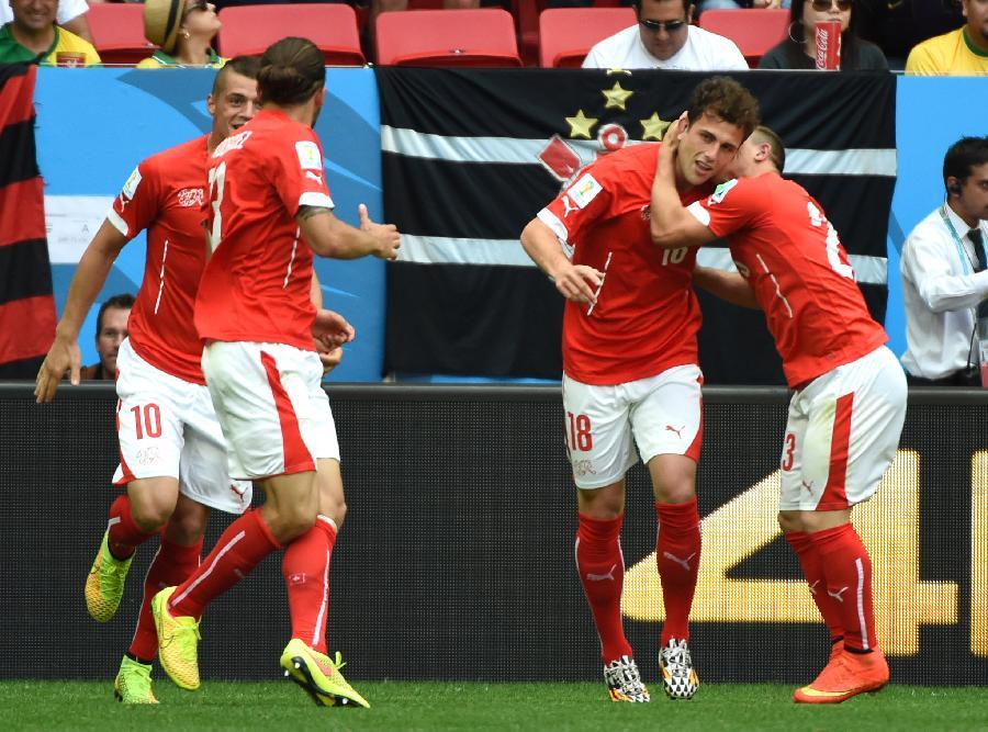 (世界杯·进球时刻)(3)足球——小组赛E组:穆罕默迪扳平比分