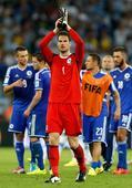 图文:阿根廷vs波黑 守门员贝戈维奇向观众致意