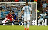 图文:阿根廷vs波黑 梅西起脚世界波