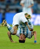 图文:阿根廷vs波黑 玛利亚倒栽葱