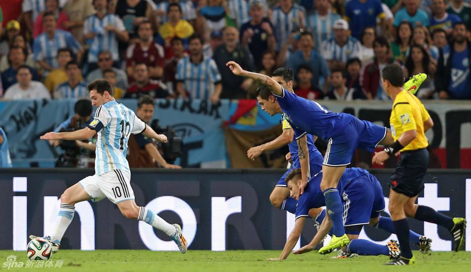 梅西破世界杯8年球荒 阿根廷2-1力克波黑(组图