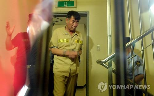 """本月10日,韩国""""世越号""""船长李俊锡接受法院初审,李俊锡被指控犯有杀人罪。"""