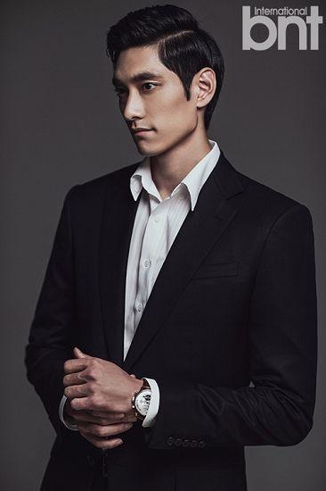 图文:韩国排球帅哥拍写真 金耀涵西装亮相