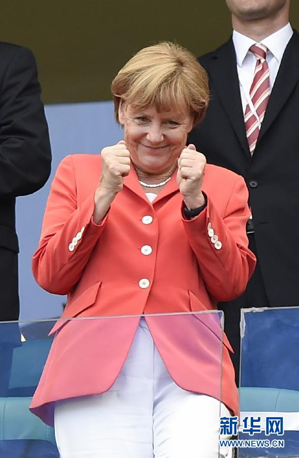 为世界杯助威组图_组图德国悍将女友助威世界杯狂秀性感彩绘