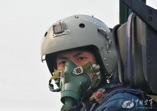 中国空军飞行员准备起飞高清图片